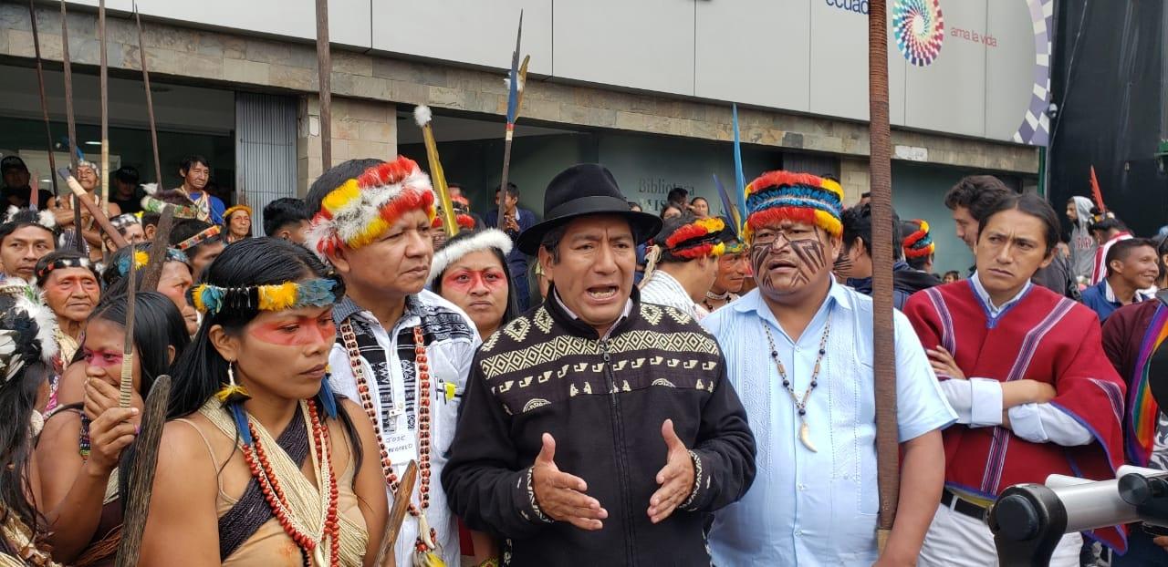 Marchay plantónfrente a la Asamblea Nacional y el Ministerio de Ambiente de Ecuador